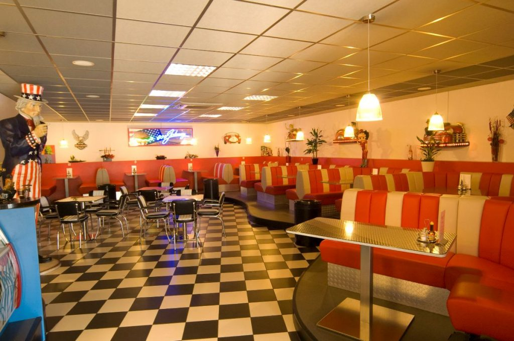 Bekijk het project Cafetaria Mr. Johnny\'s » Van Leiden Interieur B.V.
